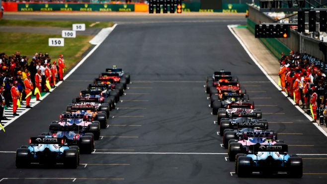 F1 cars lined up race ready on the track gris